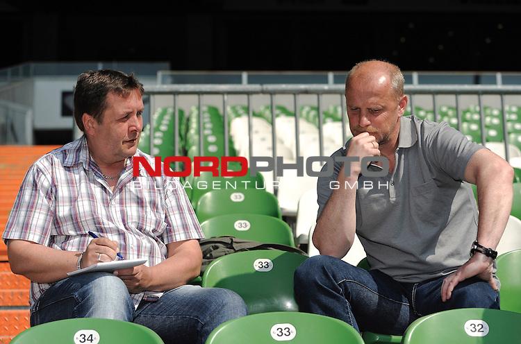 26.04.2011, Weserstadion, Bremen, GER, 1.FBL, Werder Bremen Interview Thomas Schaaf, im Bild Thomas Schaaf (Trainer Werder Bremen, rechts)   Foto © nph / Frisch