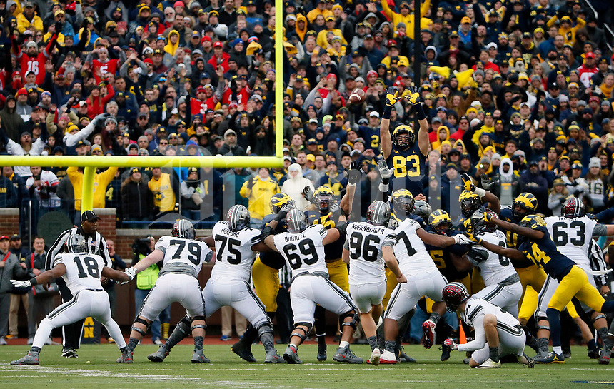 Ohio State Buckeyes place kicker Sean Nuernberger (96) misses a field goal against Michigan Wolverines during a run during the 2nd half of their game at Michigan Stadium on November 25, 2017.  [Kyle Robertson\ Dispatch]