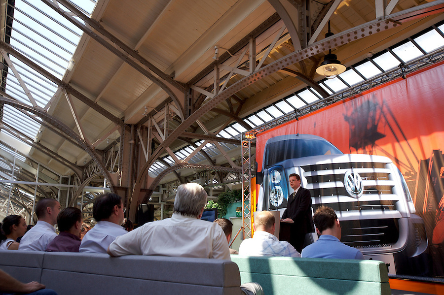 Photo: © Martin Beddall 5-7-06.VW Crafter van presentation day at Dover. Introducing the new van to Uk dealers and their customers as part of a roadshow around the UK..Ralf Schueler, Head of Marketing gives the closing presentation.