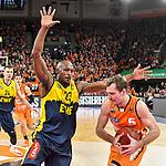 12.01.2020, ratiopharm arena, Neu-Ulm, GER, BBL-Pokal, ratiopharm ulm vs EWE Baskets Oldenburg, <br /> im Bild Rickey Paulding (Oldenburg, #23) wirft sich in den Weg von Zoran Dragic (Ulm, #5)<br /> <br /> Foto © nordphoto / Hafner