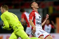 EMMEN - Voetbal, FC Emmen - Jong PSV, Jens Vesting, Jupiler League, seizoen 2017-2018, 13-10-2017,  /e10 komt te laat bij Jong PSV doelman Yannick van Osch