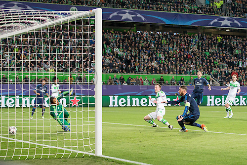 06.04.2016. Wolfsburg, Geramny. UEFA Champions League quarterfinal. VfL Wolfsburg versus Real Madrid.  Wolfsburg Maximilian Arnold (VfL Wolfsburg 27) with the goal for 2:0 past keeper Keylor Navas (Real Madrid CF 1)