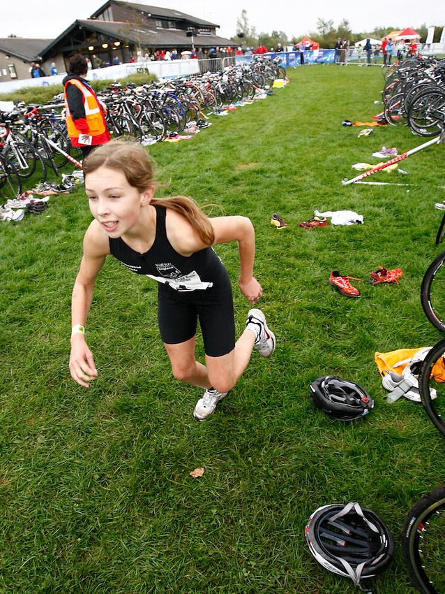 Photo: Richard Lane/Richard Lane Photography. GE Parc Bryn Bach Triathlon. 19/09/2010. IRC Tri Star Girls 3 transition.