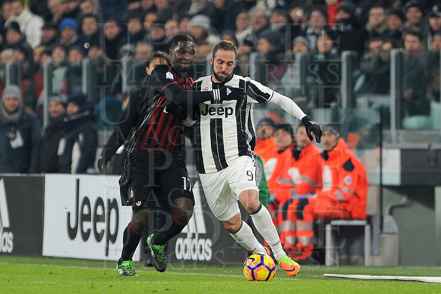 Calcio, quarti di finale di Tim Cup: Juventus vs Milan. Torino, Juventus Stadium, 25 gennaio 2017.<br /> Juventus' Gonzalo Higuain, right, is challenged by AC Milan's Cristian Zapata during the Italian Cup quarter finals football match between Juventus and AC Milan at Turin's Juventus stadium, 25 January 2017.<br /> UPDATE IMAGES PRESS/Manuela Viganti