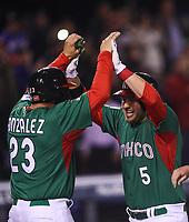 Homerun de Brandon Laird de Mexico con Adrain Gonzalez y Esteban Quiroz en las bases en la quinta entrada, durante el partido Mexico vs Venezuela, World Baseball Classic en estadio Charros de Jalisco en Guadalajara, Mexico. Marzo 12, 2017. (Photo: AP/Luis Gutierrez)