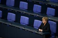 Berlin, Bundeskanzlerin Angela Merkel (CDU) sitzt am Dienstag (17.12.13) im Bundestag nach ihrer Vereidigung allein auf der Regierungsbank.<br /> Foto: Steffi Loos/CommonLens