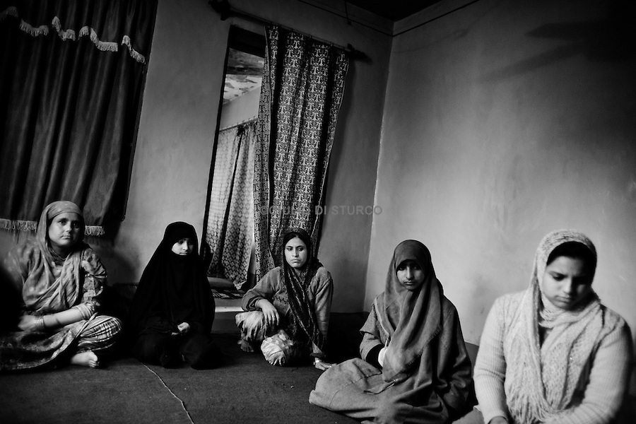 Sameer Ahmed RahIn an 8 years old boy is the first death killed during the clashes of August 2010. Here the Mother, Farida, the sister Yasmina and the old brother Sarfaraz in Srinagar, 12 November 2010