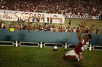 GOIANIA, GO, 02.11-2015 - VILA NOVA-PELOTAS - Lance da partida entre Vila Nova e Brasil de Pelotas, válida pelas semifinais da Série C do Campeonato Brasieliro, no Estádio Serra Dourada, em Goiânia, nesta segunda-feira. (Foto: Marcos Souza/Brazil Photo Press)