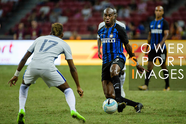 FC Internazionale Midfielder Geoffrey Kondogbia (R) in action during the International Champions Cup 2017 match between FC Internazionale and Chelsea FC on July 29, 2017 in Singapore. Photo by Weixiang Lim / Power Sport Images