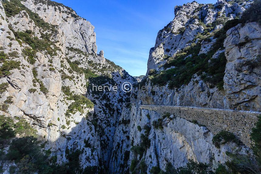 France, Pyrénées-Orientales (66), Saint-Paul-de-Fenouillet, Gorges de Galamus et la route (D7) // France, Pyrenees Orientales, Saint Paul de Fenouillet, Galamus Gorges