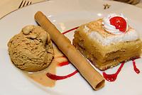 Nachspeise mit Eis, Gebäck und süßem Kuchen,  Provinz Murcia, Spanien, Europa