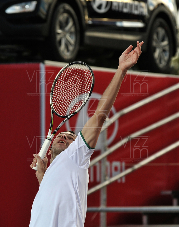 BOGOTA- COLOMBIA 24-07-2015: Radek Stepanek de Republica Checa, sirve a Ivo Karlovic de Croacia, durante partido del ATP Claro Open Colombia de Tenis en las canchas del Centro de Alto rendimiento en Altura en la ciudad de Bogota.  / Radek Stepanek of  Czech Republic serves to Ivo Karlovic of Croatia during a match to the ATP Claro Open Colombia of Tennis in the courts of the High Performance Center in Altura in Bobota City. Photo: VizzorImage / Luis Ramirez / Staff.