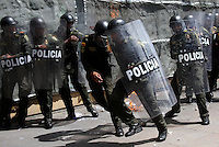 BOGOTA -COLOMBIA , 18- MARZO-2016. Miembros de la policia nacional son agredidos por los manifestantes con un coctel Molotov durante la marcha en apoyo al paro nacional./ Members of the national police are attacked by demonstrators with Molotov cocktails during the march in support of the national strikePhoto: VizzorImage / Felipe Caicedo / Staff