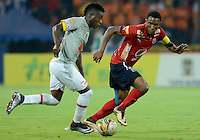 MEDELLÍN -COLOMBIA-12-03-2016. Didier Moreno (Der) de Independiente Medellín disputa el balón con Carlos Andres Rivas (Izq) de Independiente Santa Fe durante partido por la fecha 9 de la Liga Águila I 2016 jugado en el estadio Atanasio Girardot de la ciudad de Medellín./ Didier Moreno (R) player of Independiente Medellin fights for the ball with Carlos Andres Rivas (L) Independiente Santa Fe during the date 9 of Aguila League I 2016 played at Atanasio Girardot stadium in Medellin city. Photo: VizzorImage/ León Monsalve /Str