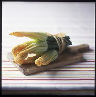 Europe/France/Provence-Alpes-Côte d'Azur/06/ Alpes Maritimes: Fleurs de courgette - Stylisme : Valérie LHOMME //  France, Alpes Maritimes,fleur de courgette, zucchini flowers