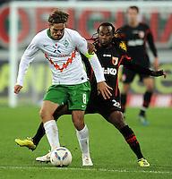FUSSBALL   1. BUNDESLIGA  SAISON 2011/2012   10. Spieltag FC Augsburg - SV Werder Bremen           21.10.2011 Clemens Fritz (li, SV Werder Bremen) gegen Lorenzo Davids (FC Augsburg)
