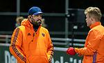AMSTELVEEN - bondscoach Max Caldas (Ned) met Mink van der Weerden (Ned) voor    de hockeyinterland Nederland-Ierland (7-1) , naar aanloop van het WK hockey in India.  COPYRIGHT KOEN SUYK