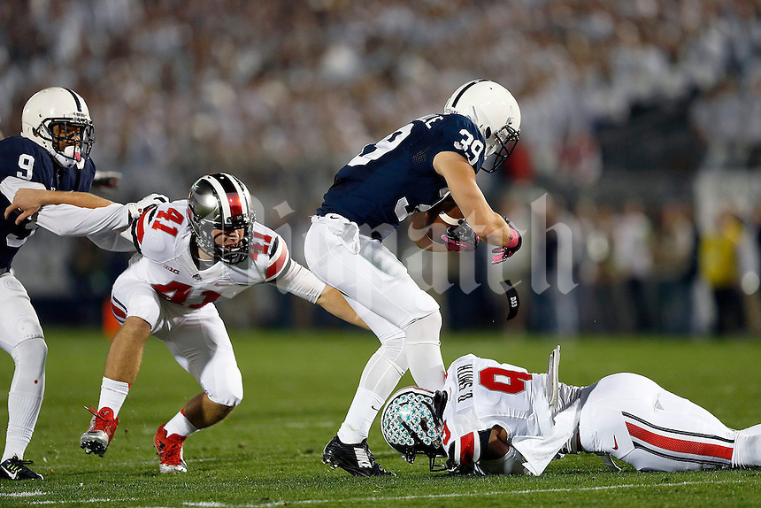 Ohio State Buckeyes wide receiver Devin Smith (9) wraps up Penn State Nittany Lions safety Jesse Della Valle (39) as teammate Ohio State Buckeyes long snapper Bryce Haynes (41) tries to get away from Penn State Nittany Lions cornerback Jordan Lucas (9) in a special teams play during the first quarter of the NCAA Division I football game at Beaver Stadium in University Park, PA on October 25, 2014. (Columbus Dispatch photo by Jonathan Quilter)