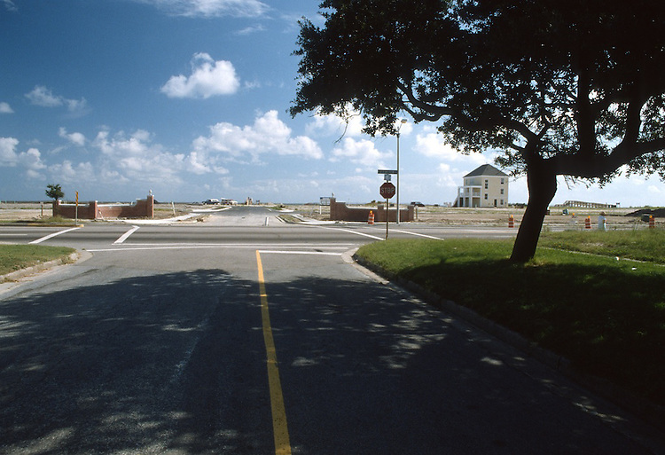 1990 September 4..Conservation.East Ocean View...PINEWELL BY THE BAY.ENTRANCE.OCEAN VIEW AVENUE....NEG#.NRHA#..