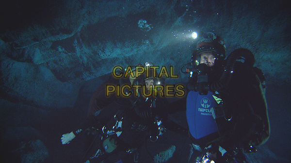 ALLISON CRATCHLEY & RICHARD ROXBURGH.in Sanctum.*Filmstill - Editorial Use Only*.CAP/FB.Supplied by Capital Pictures.