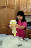 BH22-193x  Bubbles - child washing dishes