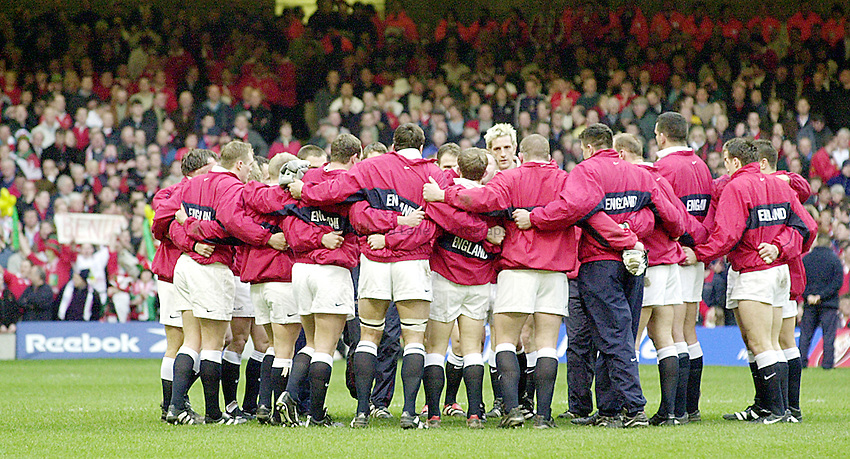 Photo Richard Lane..Wales vs England. .Lloyds T.S.B Six Nations Championship 2001..Millenium Stadium, Cardiff. 03.02.2001.The England team has a final moment together before the match starts in earnest against Wales...