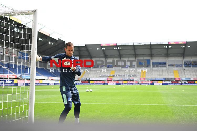 Torwart Oliver Baumann (Hoffenheim) beim Warmmachen vor leeren Raengen.<br /><br />Sport: nph000251 Fussball: 1. Bundesliga: Saison 19/20: 27. Spieltag: SC Paderborn - TSG 1899 Hoffenheim, 23.05.2020<br /><br />Foto: Edith Geuppert/GES /Pool / Rauch / nordphoto <br /><br />DFL regulations prohibit any use of photographs as image sequences and/or quasi-video.<br /><br />Editorial use only!<br /><br />National and international news-agencies out.