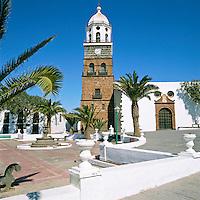 Spain, Canary Island, Lanzarote, Teguise: Placa de la Constitution, church San Miguel | Spanien, Kanarische Inseln, Lanzarote, Lanzarote, Teguise: Placa de la Constitution, Kirche San Miguel
