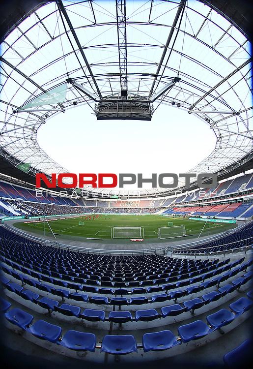 05.01.2014, HDI Arena, Hannover, GER, 1.FBL, Training Hannover 96 , im Bild Stadion Feature Training Hannover 96 mit 7000 Fans (Hochformat)<br /> <br /> Foto &copy; nph / Schrader