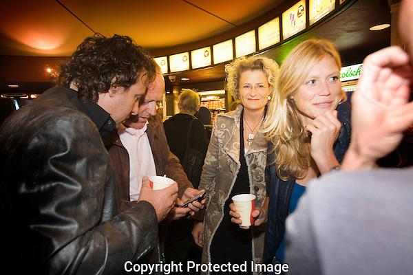 Nederland, Utrecht, 25 september 2008. Nederlands Film Festival 2008, programma De Keuze van... Marco Borsato met de film Het Meisje met het Rode Haar. Vlnr; Marco Borsato, Peter Tuinman (cast), festival directeur Doreen Boonekamp en Sophie Hilbrand (moderator Q&A). Foto: Bram Belloni /// © 2008 Bram Belloni, all rights reserved /// Copyright information: http://www.belloni.nl /// bram@belloni.nl /// +31626698929 /// Reference code: 080925009 Marco Borsato.jpg, The Netherlands/NLD, Utrecht, 25SEP08