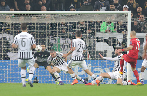 23.02.2016. Turin, Italy. UEFA Champions League football. Juventus versus Bayern Munich.  Goal scored past Buffon by Arjen Robben (Bayern)