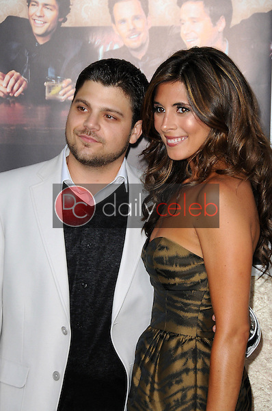 Jerry Ferrara and Jamie-Lynn Sigler<br />at the Los Angeles Premiere of 'Entourage' Season Six. Paramount Theater, Hollywood, CA. 07-09-09<br />Dave Edwards/DailyCeleb.com 818-249-4998