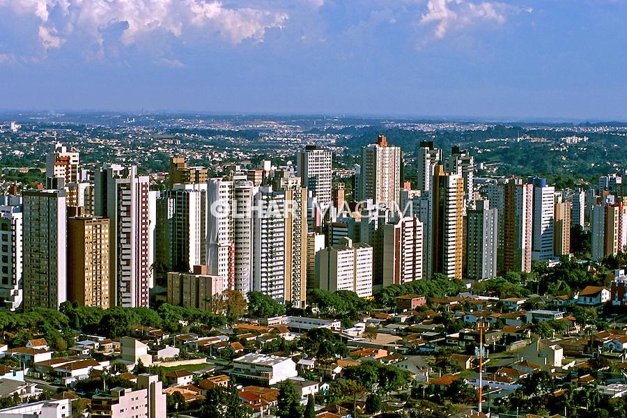 Aérea da cidade de Curitiba, Paraná. 2001. Foto de Juca Martins.
