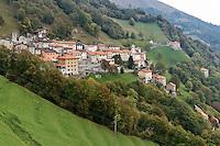 Switzerland, Ticino, Valle di Muggio, mountain village Scudellate | Schweiz, Tessin, Valle di Muggio, Bergdorf Scudellate