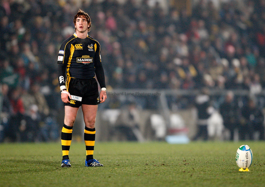 Photo: Richard Lane/Richard Lane Photography..London Wasps v Clermont Auvergne. Heineken Cup. 15/12/2007. .Wasps' Danny Cipriani kicks.