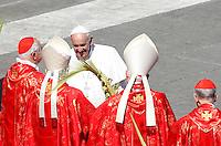 Papa Francesco saluta alcuni cardinali al termine della messa della Domenica delle Palme in Piazza San Pietro, Citta' del Vaticano, 29 marzo 2015.<br /> Pope Francis greets some cardinals at the end of the Palm Sunday mass in St. Peter's Square at the Vatican, 29 March 2015.<br /> UPDATE IMAGES PRESS/Isabella Bonotto<br /> <br /> STRICTLY ONLY FOR EDITORIAL USE