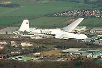 ASK 13 Segelflugzeug in Gemischtbauweise: EUROPA, DEUTSCHLAND, HAMBURG (EUROPE, GERMANY), 08.03.2014: Die Schleicher ASK 13 ist ein doppelsitziges Segelflugzeug in Gemischtbauweise als Mitteldeckerausfuehrung mit Kreuzleitwerk fuer Schulung und Leistungsflugtraining.