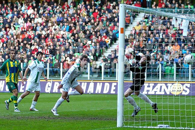 groningen - den haag 26-11-2006 eredivisie seizoen 2006-2007   lovre kopt groningen naar 1-1.fotograaf Jan Kanning