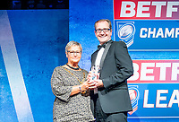 Picture by Allan McKenzie/SWpix.com - 25/09/2018 - Rugby League - Betfred Championship & League 1 Awards Dinner 2018 - The Principal Manchester- Manchester, England - Pat Crawshaw presents London Broncos' Neil Reynolds with the Project of the Year award.