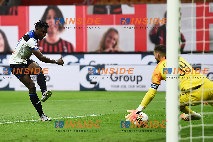 Duvan Zapata of Atalanta BC scores the goal of 1-1 during the Serie A football match between AC Milan and Atalanta BC at stadio Giuseppe Meazza in Milano ( Italy ), July 24th, 2020. Play resumes behind closed doors following the outbreak of the coronavirus disease. <br /> Photo Image Sport / Insidefoto