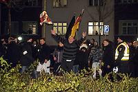 Ca. 90 Hooligans und Nazis beteiligten sich am Montag den 1. Februar 2016 im Berliner Stadtteil Prenzlauer Berg an einer NPD-Demonstration gegen Asyl und Fluechtlinge. Die aggressive Demonstration wurde von lautstarken Protesten mehrerer hundert Gegendemonstranten begleitet. Die Demonstrationsroute wurde auf Anweisung der Polizei um 2/3 gekuerzt.<br /> Im Bild: En betrunkener Demonstrant beschimpft Gegendemonstranten.<br /> 1.2.2016, Berlin<br /> Copyright: Christian-Ditsch.de<br /> [Inhaltsveraendernde Manipulation des Fotos nur nach ausdruecklicher Genehmigung des Fotografen. Vereinbarungen ueber Abtretung von Persoenlichkeitsrechten/Model Release der abgebildeten Person/Personen liegen nicht vor. NO MODEL RELEASE! Nur fuer Redaktionelle Zwecke. Don't publish without copyright Christian-Ditsch.de, Veroeffentlichung nur mit Fotografennennung, sowie gegen Honorar, MwSt. und Beleg. Konto: I N G - D i B a, IBAN DE58500105175400192269, BIC INGDDEFFXXX, Kontakt: post@christian-ditsch.de<br /> Bei der Bearbeitung der Dateiinformationen darf die Urheberkennzeichnung in den EXIF- und  IPTC-Daten nicht entfernt werden, diese sind in digitalen Medien nach §95c UrhG rechtlich geschuetzt. Der Urhebervermerk wird gemaess §13 UrhG verlangt.]