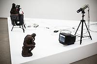 """Berlin, Kunstwerk von Bruce Nauman, """"Body Pressure, 1974"""" beim Ausstellung """"Body Pressure, Skulptur seit den 1960er Jahren"""" am Freitag (24.05.13) in Nationalgalerie Hamburger Bahnhof, Museum für Gegenwart, Berlin."""