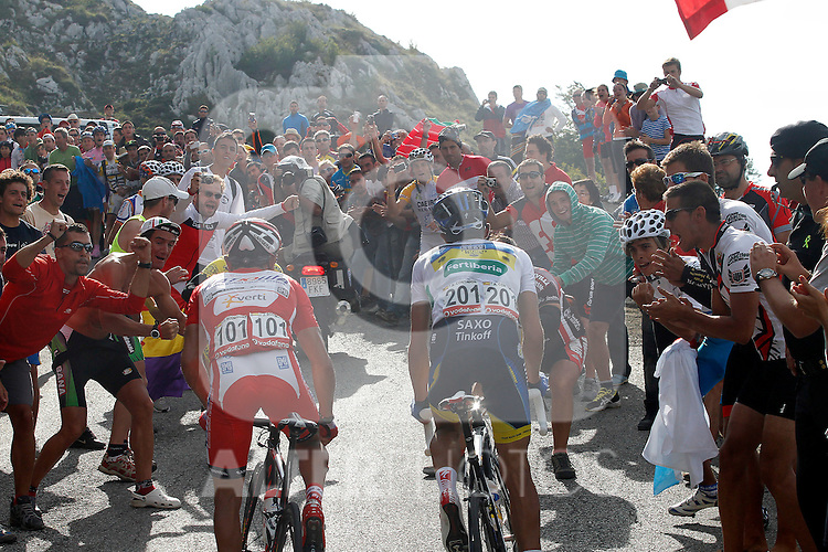 Alberto Contador and Joaquin Purito Rodriguez (l) surrounded of supporters during the stage of La Vuelta 2012 between La Robla and Lagos de Covadonga.September 2,2012. (ALTERPHOTOS/Paola Otero)
