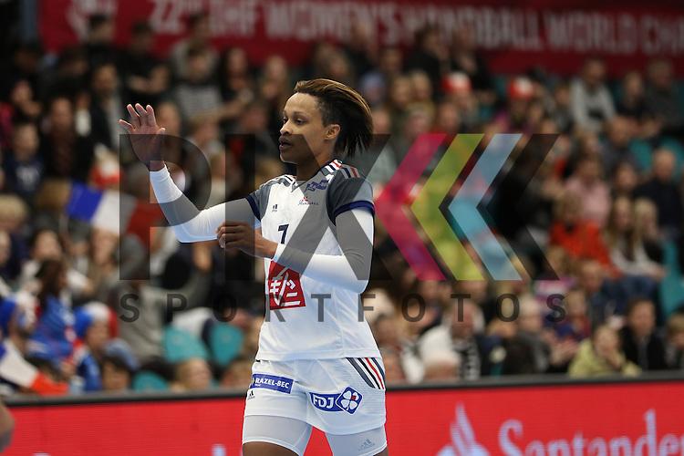 Kolding (DK), 10.12.15, Sport, Handball, 22th Women's Handball World Championship, Vorrunde, Gruppe C, Frankreich-DR Kongo :  Allison Pineau (Frankreich, #07)<br /> <br /> Foto &copy; PIX-Sportfotos *** Foto ist honorarpflichtig! *** Auf Anfrage in hoeherer Qualitaet/Aufloesung. Belegexemplar erbeten. Veroeffentlichung ausschliesslich fuer journalistisch-publizistische Zwecke. For editorial use only.
