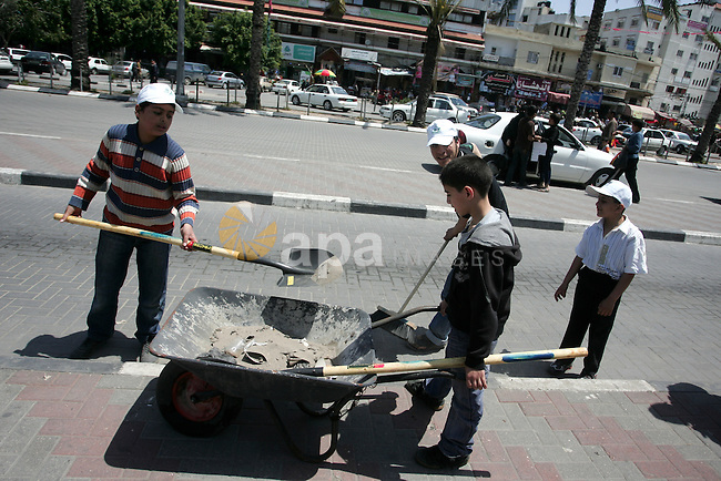 Palestinian boys  Participate in cleaning streets and planting olive trees during a campaign organized by Hamas in Gaza City on May 1, 2011 . Photo by Mohammed Othman.