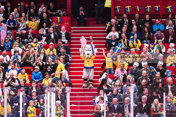 Stockholm 2014-05-03 Ishockey Oddset Hockey Games  Sverige - Finland :  <br /> Sverige mascot bland publiken under matchen<br /> (Foto: Kenta J&ouml;nsson) Nyckelord:  Oddset Hockey Games Sverige Swe Tre Kronor Finland Fin Globen Ericsson Globe Arena supporter fans publik supporters
