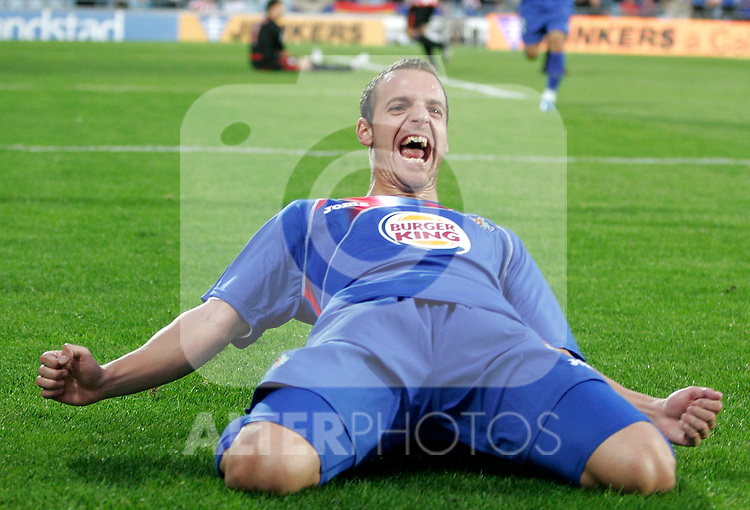Getafe's Roberto Soldado celebrates during La Liga match. October 25, 2009. (ALTERPHOTOS/Alvaro Hernandez).