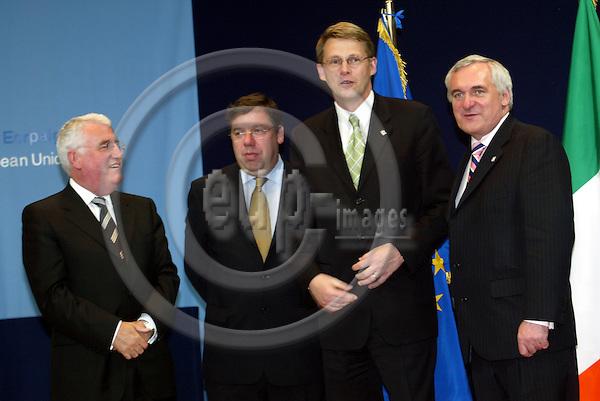 Belgium -- Brussels -- 17 JUNE 2004 -- Council --- EU-Summit -- Arrivals -- Dick ROCHE, Minister for European Affairs, Ireland; Brian COWEN, Minister for Foreign affairs, Ireland; Matti VANHANEN, Prime Minister, Finland; Bertie AHERN, Prime Minister, Ireland -- PHOTO:  / ANNA-MARIA ROMANELLI / EUP-IMAGES