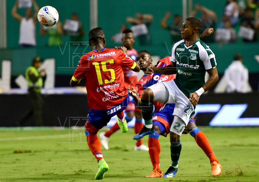 PALMIRA - COLOMBIA, 11-11-2018: Juan Camilo Angulo (Der) del Deportivo Cali disputa el balón con Andrey Estupiñan (Izq) de Deportivo Pasto durante partido por la fecha 19 de la Liga Águila II 2018 jugado en el estadio Palmaseca de Cali. / Juan Camilo Angulo (R) player of Deportivo Cali fights for the ball with Andrey Estupiñan (L) player of Deportivo Pasto during match for the date 19 of the Aguila League II 2018 played at Palmaseca stadium in Cali. Photo: VizzorImage/ Nelson Rios / Cont