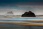 USA, Oregon, Cannon Beach, Hug Point State Recreation Area, sea stacks